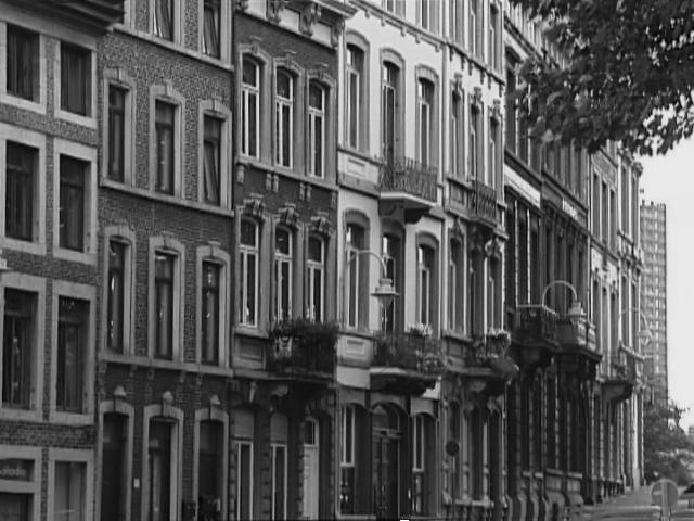 [Black and white picture of row of houses in Liège]